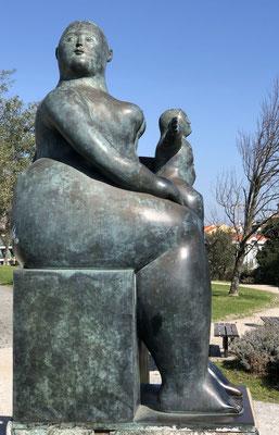 Diese wunderbare Plastik steht im Jardim Amalia Rodrigues (Fadista), Lisboa.