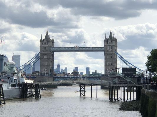 Unser erster Tag in London ... Blick auf die Tower Bridge!