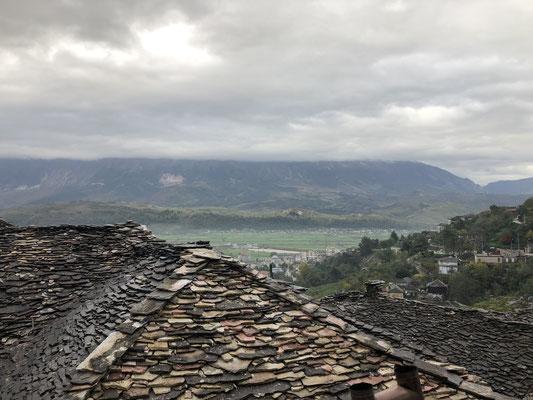 Typisch für Girokaster steinplattengedeckte Häuser.