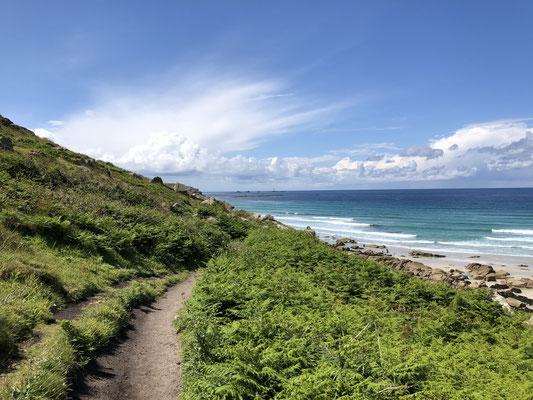 Einer der vielen Küstenwege.