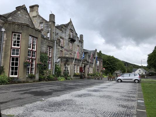 Atholl Arms Hotel, wir hatten einen schönen Abend im Pub, eine gute Nacht und ein Frühstück, das in jeden Miss Marple Krimi gepasst hätte ...