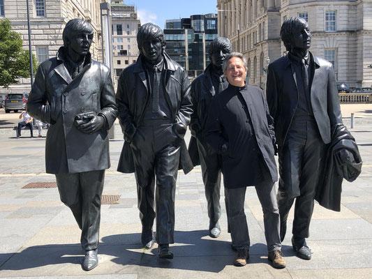 Die fünf Beatles.