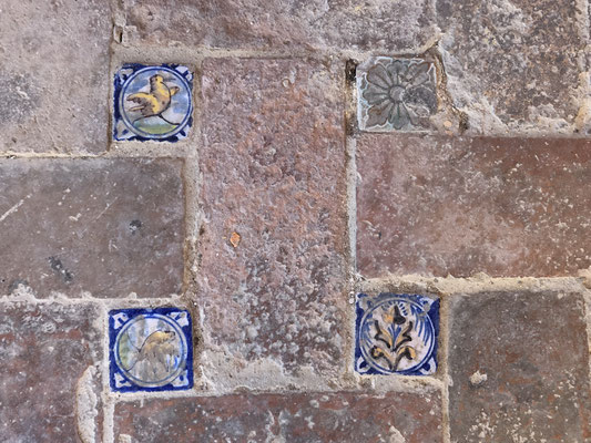 Im Alcazar ... die Basis ... der Boden