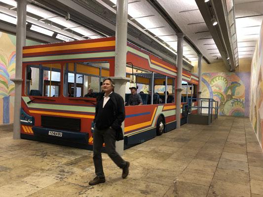 In der Tate ... eine Fahrt in der Installation von Sol Calero (venezulanische Künstlerin): El Autobus.