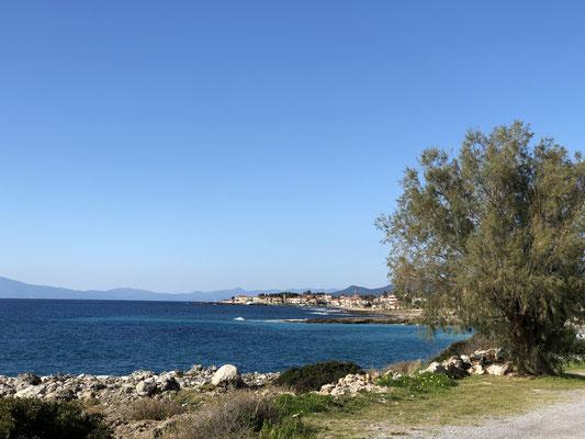 Blick Richtung Agios Nikolaos, einem schönen auch im Winter belebten Fischerort.