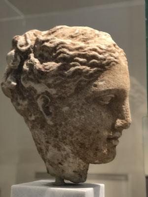 Einer der schönsten Frauenköpfe Griechenlandes!
