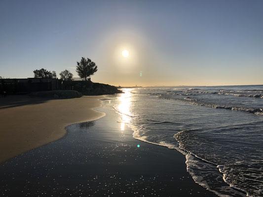 Unser Strand, durchschnittlich spazieren hier 4 Paare am Tag entlang und 5 streunende Hunde!