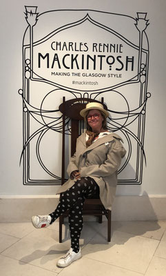 Gestatten, Miss Mackintosh.