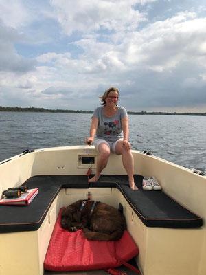 Capitano Uta mit Wachhund im Pausenmodus.