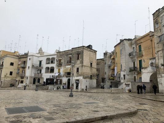 Baris Altstadt - schön, belebt, alt und bröselig