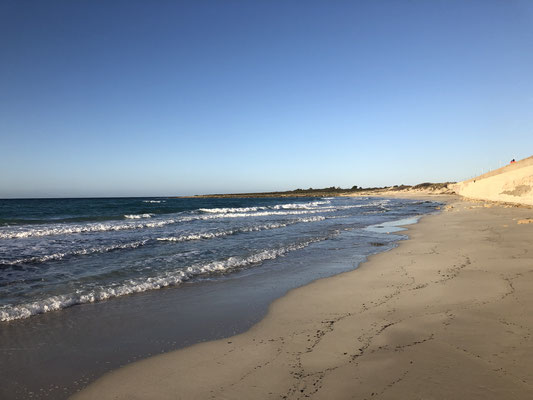 Ein Ausflug nach Leuca, entlang der Küste: die Strände werden sandig.