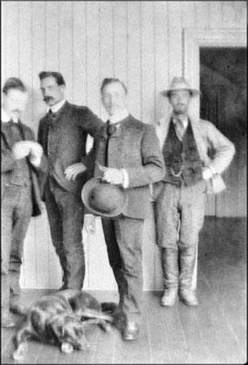Employés du magasin à Baie Ste-Claire vers 1903