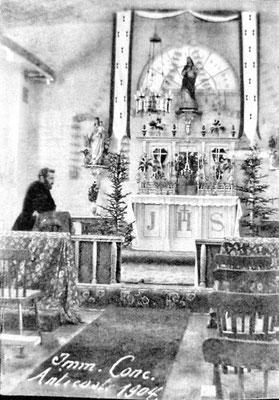 À l'église de Baie Ste-Claire en 1904, l'abbé Edouard Travert. D'autres pères Eudistes furent prêtre à Anticosti, dont Joseph LeStrat (1878-1961) et Julien-Marie Leventoux (1868-1946)