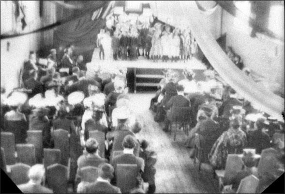 Théâtre dans la salle de l'école, Baie Ste-Claire