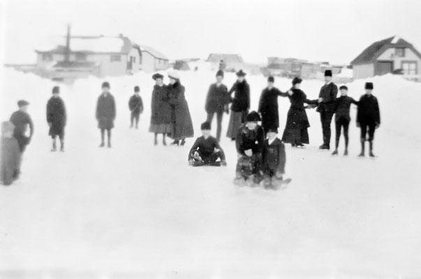 Patinage sur glace près de la menuiserie