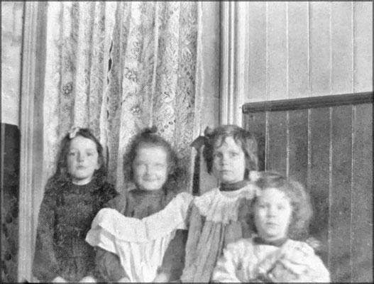 Enfants à Baie Ste-Claire vers 1903