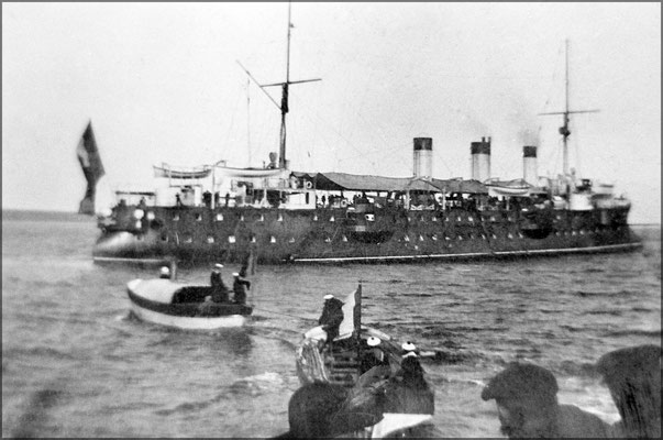 Le 25 juillet 1906, Le Chasseloup Laubat, amiral Rouyer vint passer 6 jours à Baie-Ellis. Ils pêchèrent des homards, morues, truites et chassèrent des cerfs et des canards sauvages. Le cousin de Martin-Zédé, lieutenant de vaisseau, Paul Zédé était à bord.