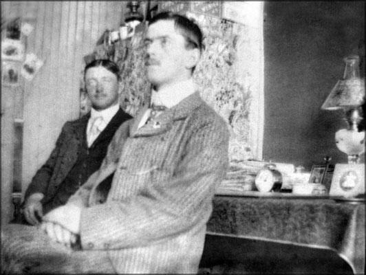 Horatio Malouin et Oscar Bélanger à droite, fils de Jean-Baptiste Bélanger capitaine du Savoy