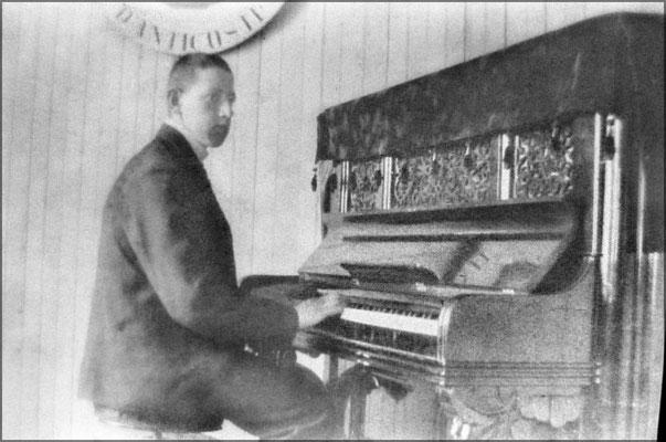 Jeune organiste à Baie Ste-Claire