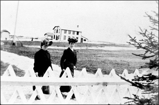 Mesdemoiselles Desbiens à Baie Ste-Claire