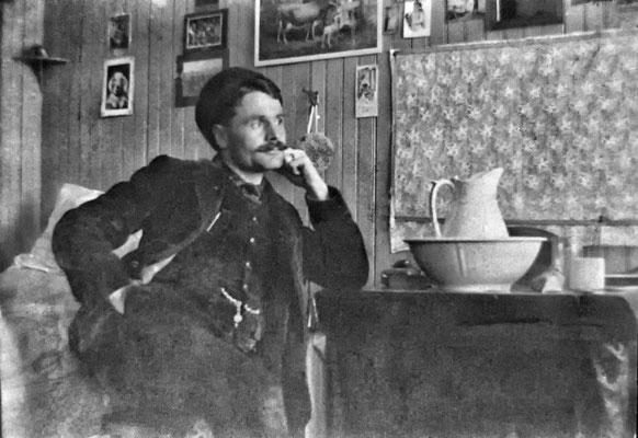 Émile Nadeau dans sa chambre à Baie Ste-Claire
