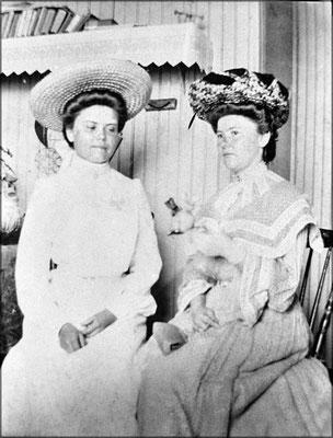 Chapeaux et robes d'époque