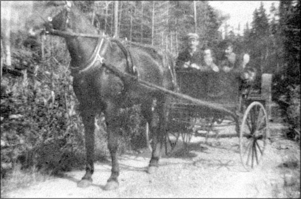 Calèche à Baie Ste-Claire vers 1903