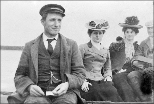 Deux couples de résidents vers 1903