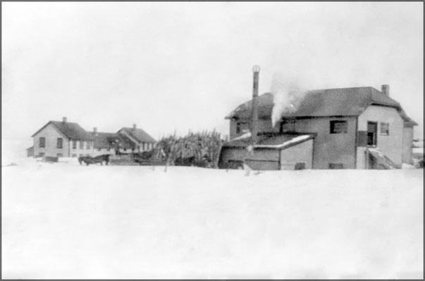 Menuiserie, logements et forge vers 1903 à Baie Ste-Claire