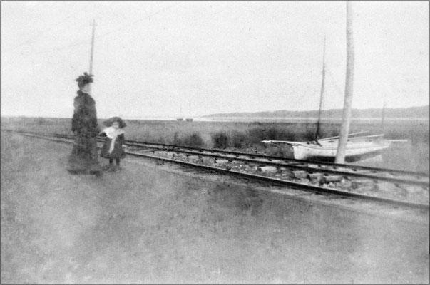 Baie Ste-Claire sur la jetée et rails Decauville