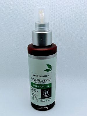 Fronte  flacone olio anticellulite Green Matcha Urtekram sopra il tavolo