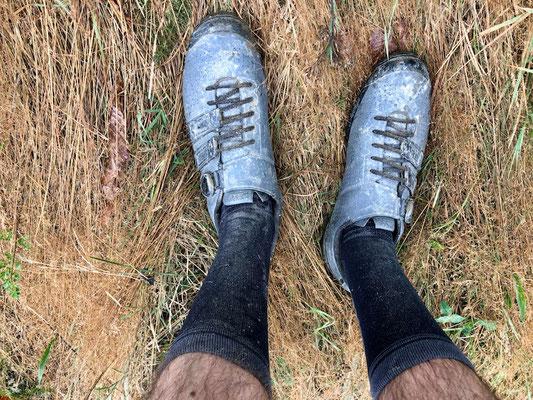 verdreckte Schuhe nach einer langen Tour