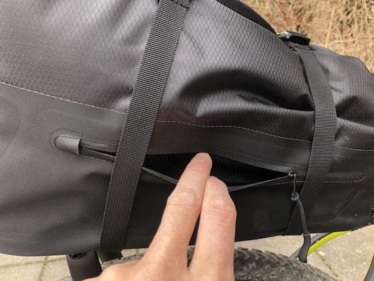 kleine wasserdichte Seitentasche für z.B. Kreditkarten