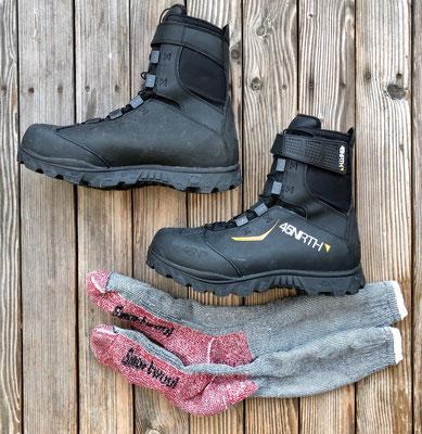 Winterradstiefel und warme Merino-Wollsocken