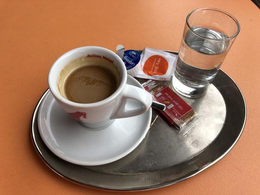 Kaffeepause bei der Auffahrt zum Brenner