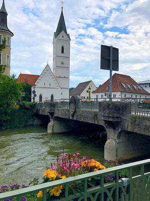 Amperbrücke und Leonhardikirche