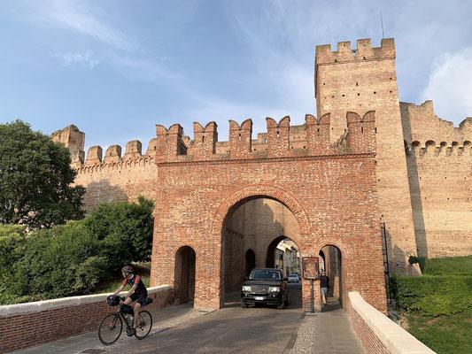 Berghuhn, Italien, Radreise, Radtour, Specialized Diverge, Ortlieb, Revelate Designs, Gravelbike, Trikoterie