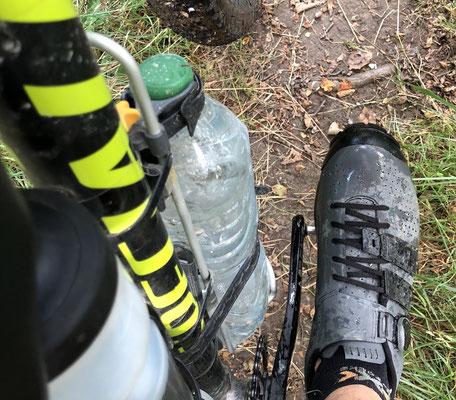 Fußfreiheit mit 1,5-Liter Flaschenhalter am Unterrohr