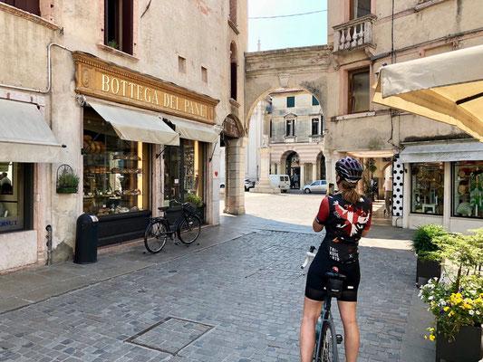 Berghuhn, Italien, Radreise, Radtour, Specialized Diverge, Ortlieb, Revelate Designs, Gravelbike, Trikoterie, Bassano del Grappa