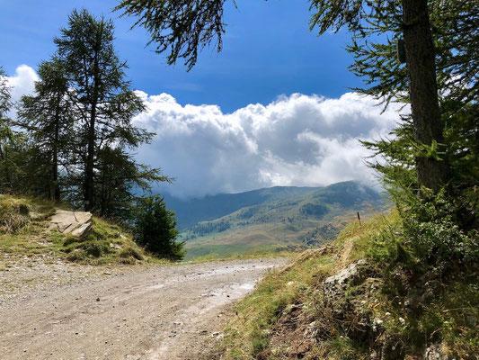 der Monte Saccarello in Wolken
