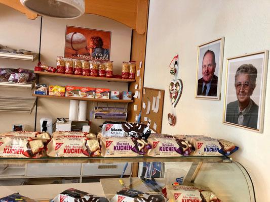 Supermarkt mit Café
