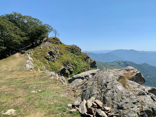 Weg am Gipfelkamm entlang