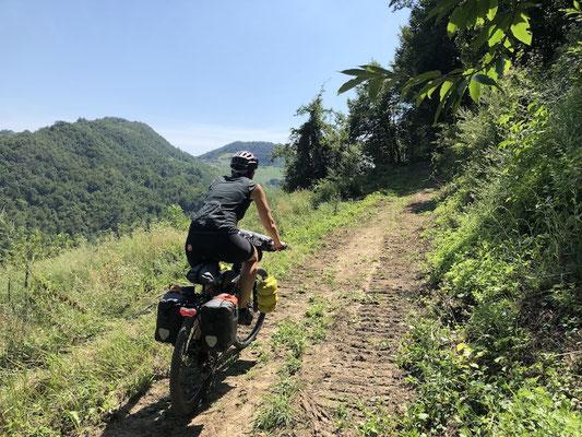auf Wanderwegen unterwegs im Apennin