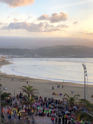 Faschingsfeier an der Playa de las Canteras