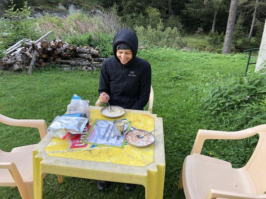 Frühstück in der Kälte am Lago di Ceresole