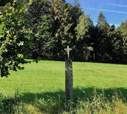 Feldkreuz am Wegesrand