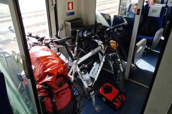 Im Zug Richtung Mosteirô