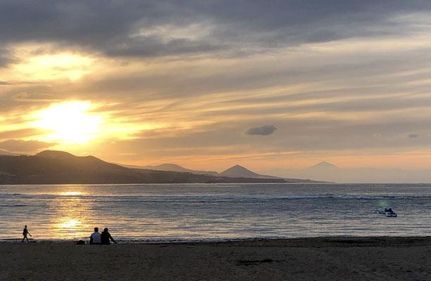 Playa de las Canteras mit Blick zum fernen Beide