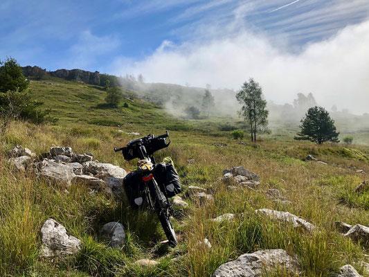 herbstliche Nebel auf dem Alta Via
