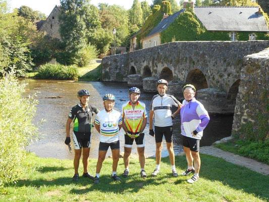 Halte au village d'Asnières-sur-Vègre